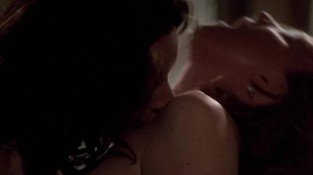 Laurel Holloman and Jennifer Beals - The L Word