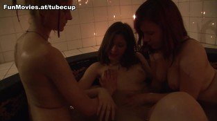 Cora Blau & Susi Sudberg & Heidi O in Three In A Tub - FunMovies