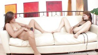 Brunette stepsisters masturbate together